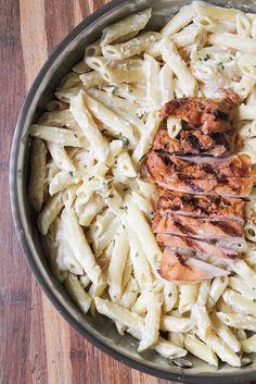 Pasta con pollo asado a la parmesana