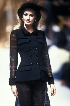 Glorious Queens — Karen Mulder for Chanel Couture Fall, 1991 Dior Haute Couture, Couture Fashion, Runway Fashion, Christian Dior, Capitol Couture, Look Casual Chic, Gossip Girl Blair, Yves Saint Laurent, Valentino