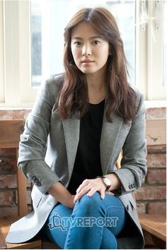 Actress Song Hye-kyo and professor Seo Kyeong-deok installed a video . -Want younger rejuvenated skin? Anti-aging stem cells might be your solution! Korean Actresses, Korean Actors, Korean Dramas, Korean Star, Korean Girl, Korean Beauty, Asian Beauty, Song Hye Kyo Style, Song Hye Kyo Hair