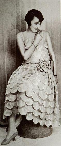 """Les Modes (Paris) January 1927 """"Feuilles de rose"""" Robe du Soir. Creation de The White House. Maison L. Giraud"""
