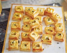 Goat's cheese, honey and thyme bites These canapés are the perfect savoury bites. Packed with creamy goat's cheese, light puff pastry and sweet honey, they taste amazing and take no time at all to prepare. Christmas Canapes, Christmas Buffet, Tesco Christmas, Christmas Recipes, Christmas Gifts, Brunch, Party Canapes, Canapes Ideas, Wedding Canapes