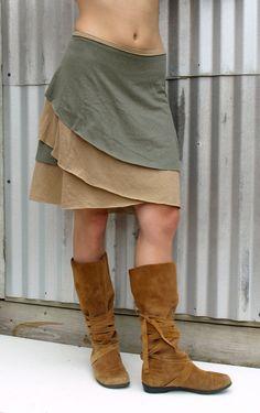 Se trata de un versátil, cómodo y fácil de usar abrigo falda. Dos capas de un cáñamo ligero maravillosamente suave y jersey de algodón orgánico estos colores además limitada son hermosos tonos cálidos de la tierra. Reversible, esta falda puede ser usada como una falda de color uno o dos. Fácil de capa encima o usar en su propio y uno de mi favoritos ir a piezas de viaje.  LONGITUD: 18 pulgadas (puede ser modificado para requisitos particulares)  Color: Arena (capa inferior) y salvia (capa…