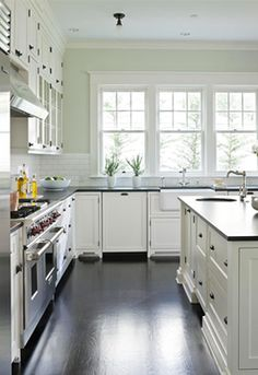 We all love the kitchen in the film Something's Gotta Give. The casual country warmth mixed perfectly with refined Hamptons style - making us all want a holiday home like this!