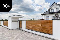 Aluminum Horizon Wood fence by Xcel. Home Gate Design, House Fence Design, Modern Fence Design, Best Modern House Design, Gate House, House Entrance, Facade House, Compound Wall Design, Backyard Gates