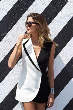 Gülnur Güneş Siyah Beyaz Smokin Ceket Elbise ile tarzını ve şıklığını tamamla, modayı keşfet. Birbirinden güzel Elbise modelleri Lidyana.com'da!