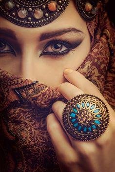 Arabic Makeup Tutorial 2016 – 10 Best Arabian Eye Makeup Looks Arabian Eyes, Arabian Beauty, Arabian Nights, Beautiful Eyes, Beautiful Women, Beautiful Pictures, Arabic Makeup, Make Up Inspiration, Arab Women