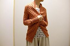c53fe348845876 Pomme de pin Cardigan pattern by Amy Christoffers