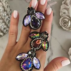 Украшения Ручной Работы (@mrs.gurina) • Fotos e vídeos do Instagram Bead Embroidery Jewelry, Fabric Jewelry, Beaded Embroidery, Bead Jewellery, Jewelry Making Beads, Beaded Jewelry, Bead Crafts, Jewelry Crafts, Beadwork Designs