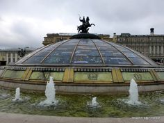 Manezhnays Square fountain @ Moscow, Russia. It makes me mad to know this circular fountain is in a square....