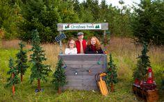 Kids Christmas Tree Stand #Christmas, #Kids, #Pallets, #Stand