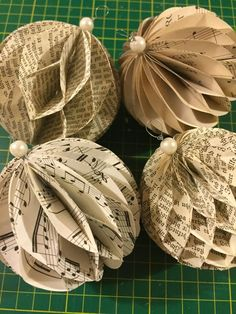 Christmas Paper Ornaments, Honeycomb ~ Weihnachtskugeln aus Papier in… Paper Christmas Decorations, Paper Christmas Ornaments, Homemade Christmas, Christmas Tree Ornaments, Christmas Balls, Old Book Crafts, Book Page Crafts, Holiday Crafts, Sheet Music Crafts
