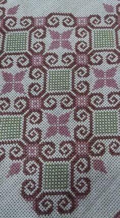 Cross Stitch Rose, Cross Stitch Borders, Cross Stitch Designs, Cross Stitching, Cross Stitch Embroidery, Hand Embroidery, Cross Stitch Patterns, Embroidery Designs, Palestinian Embroidery