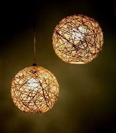 Pendente Sisal para 3 lâmpadas. Produzido em alumínio e sisal. A aparência natural do sisal combina papeis de parede e cortinas, resultando em aconchego e conforto. Indicado para iluminação e decoração de salas de estar e jantar, quartos, escritórios.