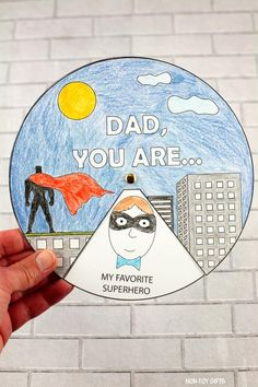 Father's Day superhero spinner Diy Father's Day Gifts, Father's Day Diy, Fathers Day Gifts, Craft Kids, Easy Crafts For Kids, Famous Superheroes, Fathersday Crafts, Non Toy Gifts, Superhero Kids