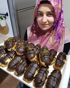 @sena_yuvasi_askina 👈Ekler pastaaa 😋 kac defa yaptiysam hep tam tuttu 👍tadi muh -te - sem 😋 abartmiyorum cok guzel oldu 😊 ekler yapamayan… Pasta Cake, Tiramisu, Bar B Q, Bread Cake, Arabic Food, Iftar, Yummy Cakes, Chocolate Cake, Baking Recipes