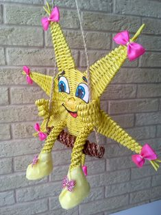 Плетение из газет Sun Paper, Basic Embroidery Stitches, Paper Weaving, Diy Drawers, Newspaper Crafts, Christmas Crafts, Christmas Ornaments, Paper Basket, Ribbon Work