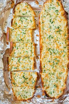 Garlic Cheesy Bread - It doesn't get much better then a warm slice of cheesy garlic bread straight from the oven. Perfect for dipping in marinara sauce or serving as a side to a Bread Recipes, Cooking Recipes, Garlic Recipes, Oven Recipes, Bacon Recipes, Cooking Food, Easy Cooking, Sauce Recipes, Cooking Time