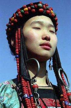 http://byebye-torabora.tumblr.com/post/168604894538/global-musings-young-buryat-girl-in