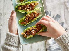 Low Carb: Salat-Wraps mit Cashew-Hähnchen