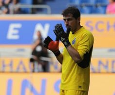 Iker Casillas recibe primeros goles en el Porto
