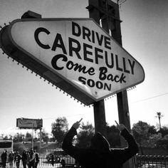 Zuvor noch im Hafen von San Francisco gegessen, sind wir knapp 600 Meilen und 10 Stunden später mitten in der Nacht in Las Vegas...