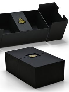 Luxury Rigid Box Packaging Services in India.Packaging Box Manufacturers, Suppliers & Exporters in India. Packaging Solutions like Paper Bags, Rigid Folding Boxes, Advertising & Branding, etc. Fashion Packaging, Luxury Packaging, Brand Packaging, Perfume Packaging, Candle Packaging, Gift Box Packaging, Gift Box Design, Package Design Box, Creative Gift Packaging