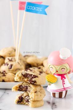 Dünyanın en iyi brownie tarifi 'nden sonra şimdi kurabiyelerin en mükemmeli sizinle! :) Bir kurabiye canavarı olarak, her hafta farklı b...