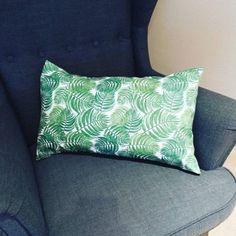 Rosi Berrocal nos enseña el cojín tan chulo que se ha hecho con nuestra loneta Barbados 💚  www.cukistore.es Barbados, Throw Pillows, So Done, Photos, Cushions, Decorative Pillows, Decor Pillows, Scatter Cushions