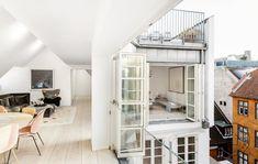 Kig fra køkkenet mod stuen