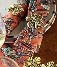 Lend an island feel to your summer soiree with our Hibiscus Napkin Rings.