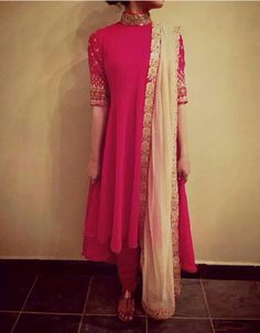 It's a light dress, would go perfectly with nude heels. Indian Wedding Gowns, Indian Gowns, Indian Attire, Indian Wear, Stylish Dresses, Simple Dresses, Fashion Dresses, Suit Fashion, Maxi Dresses