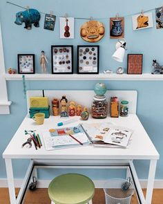 Kid Collector Desk Kids are natural collectors. They love shells and marbles, stamps and coins, even bottle caps. But the things they love needn't end up hidden in drawers. This desk display puts collections to good use. Kids Study Spaces, Kid Spaces, Home Office, Kid Desk, Homework Table, Homework Station, Summer Activities For Kids, Kids Bedroom, Kids Rooms