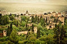 Todo el mundo habla de los castillos que hay alrededor del mundo pero, ¿qué pasa con los palacios? Porque no son lo mismo. Un castillo suele ser un tipo de fortaleza de carácter m