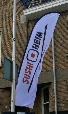 Levering beachvlaggen voor SushiHeim, Sassenheim www.omega-design.nl www.sushiheim-sassenheim.nl