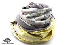 Schlauchschal mit Fleece für den Winter von #Lieblingsmanufaktur: grau, gelb, weiß