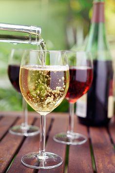 %TITTLE% -  Wohl jeder besitzt ein Regal, das für ein paar Weinflaschen herhält. Doch manchen ist das irgendwann nicht mehr genug: Ein eigener Weinkeller, das wäre toll. Aber wo anfangen? Eigentlich ganz simpel, sofern einige grundlegende Entscheide getroffen sind. Küchenregal, Wohnzimmerschrank,... - https://cookic.com/bereit-fur-eine-weinsammlung-so-gelingt-das-projekt.html