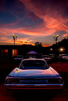 Pontiac at sunset by Marco Ledda on 10 Basic Things Every Car Owner Should Know It's so easy to get a car these days. Aesthetic Pastel Wallpaper, Aesthetic Backgrounds, Aesthetic Wallpapers, Sunset Wallpaper, Retro Wallpaper, Sky Aesthetic, Retro Aesthetic, Retro Cars, Vintage Cars