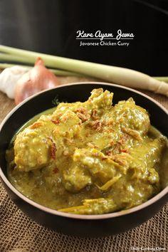 Kare Ayam Jawa - Javanese Chicken Curry shallots is equivalent to around 8 bawang merah Indian Food Recipes, Asian Recipes, Ethnic Recipes, Javanese Recipe, Indonesian Cuisine, Indonesian Recipes, Indonesian Food Traditional, Curry Dishes, Malaysian Food