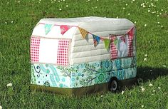 Rainbow Hare Quilts: Vintage Caravan Sewing Machine Cover - Pattern (Version 1) and Tutorial would make cute toaster cover too