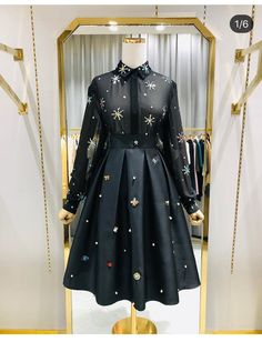 Nothing jazzes up a fit more than adding a little bling 🔥 This two piece is HOT. Frock Fashion, Kpop Fashion Outfits, Skirt Fashion, 80s Fashion, Pakistani Dress Design, Pakistani Dresses, Indian Dresses, Cute Dresses, Casual Dresses