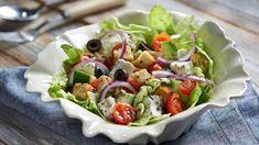 Stredomorský šalát so syrom a olivami