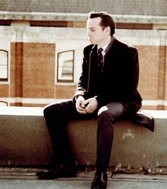 Moriarty sat on a wall. Sherlock Holmes had a great fall. All of Mycroft's horses and all of Lestrade's men couldn't put John Watson back together again. Andrew Scott, Sherlock Bbc, Watson Sherlock, Sherlock Quotes, Johnlock, Martin Freeman, Benedict Cumberbatch, Sherlock Cumberbatch, James Moriarty