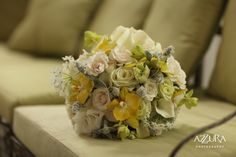 Yellow, White & Green Bouquet by Aria Style (photo by Azzura Photography) Aria Style / www.ariastyle.com / https://www.facebook.com/AriaStyle