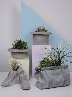 Are you interested in our Concrete Bag?via Rocca 5046019 - Viadana - MN - Italy'Chaussures Cement Pot/Object Holder by Seletti.how to make cement cloth plantersDiscover Concrete Vases Collection Large Concrete Planters, Concrete Bags, Cement Art, Concrete Crafts, Concrete Garden, Concrete Cement, Art Concret, Architectural Plants, Papercrete