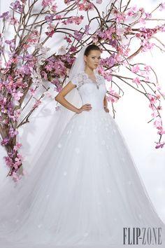 George Hobeika Collezione 2015 - Sposa - http://it.flip-zone.com/fashion/bridal/the-bride/george-hobeika-5235