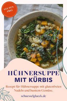 Hühnerbrühe tut gut! Und Hühnersuppe mit glutenfreien Nudeln noch mehr! Mit buntem Gemüse wie gemacht für kühle Winterabende. #hühnersuppe #schnellkochtopf #glutenfrei | schuesselglueck.de