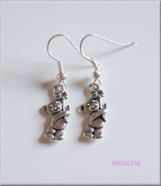 Bear with flowers Earrings, Charms £3.00