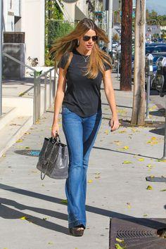 sofia-vergara-booty-in-jeans-shopping-in-beverly-hills-november-2014_11.jpg 1,280×1,920 pixels