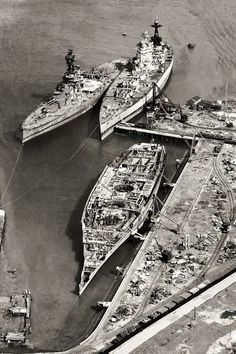 Sister 16 in battleships HMS Rodney (foreground), HMS Nelson and and an 'R' class battleship at the breakers' yard, Navy Coast Guard, Ship Breaking, Abandoned Ships, The Breakers, Naval History, Navy Ships, Military Equipment, Aircraft Carrier, Royal Navy