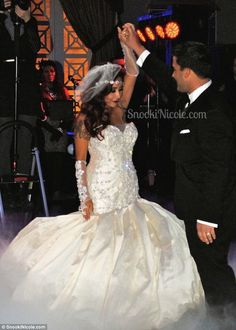 Mr and Mrs LaValle! Nicole 'Snooki' Polizzi shared new pictures from her wedding ceremony and reception on her official website on Sunday following her Great Gatsby themed bash the night before where she (finally, after 2 kids) married Jionni LaValle.
